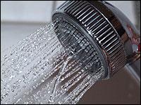 Energie und Wasser sparen durch Duschen statt Baden.